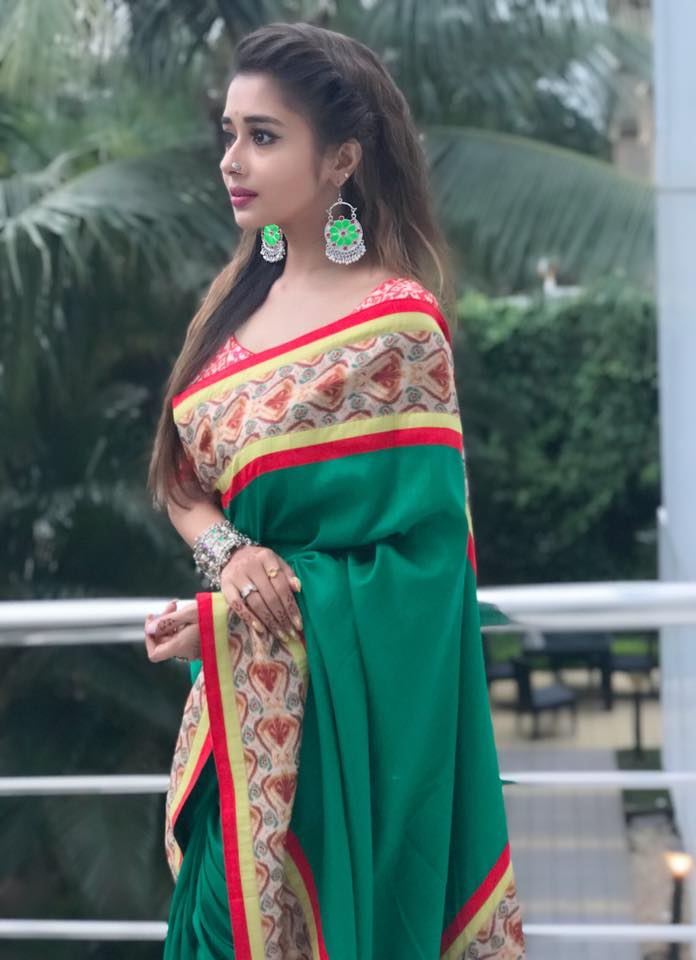 Tina Datta Sexy Wallpapers In Saree