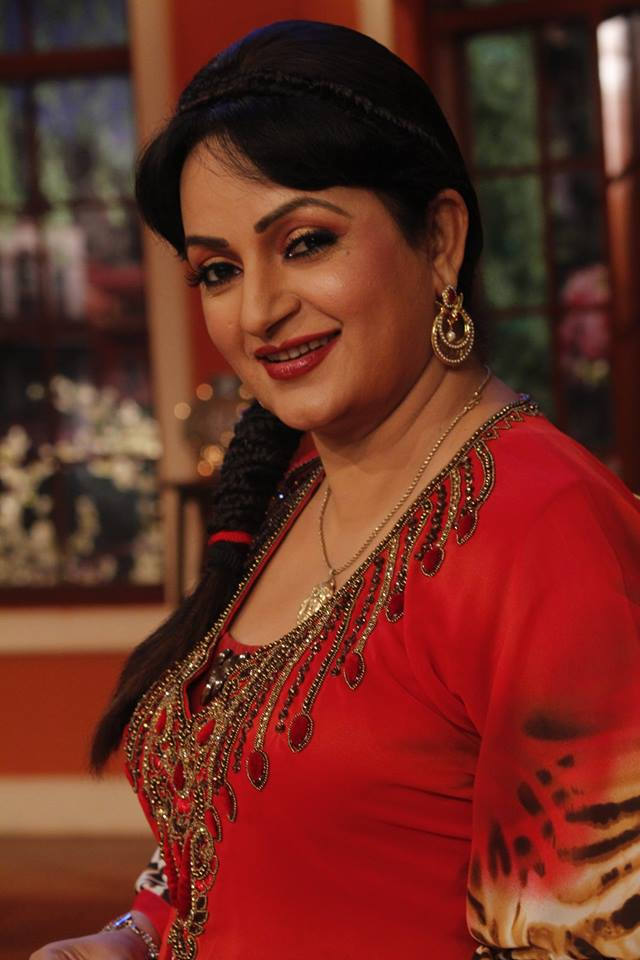 Upasana Singh Cute & Sweet Pics