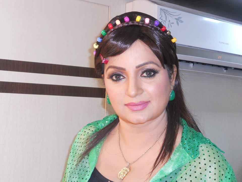 Upasana Singh Sexy Eyes Pics