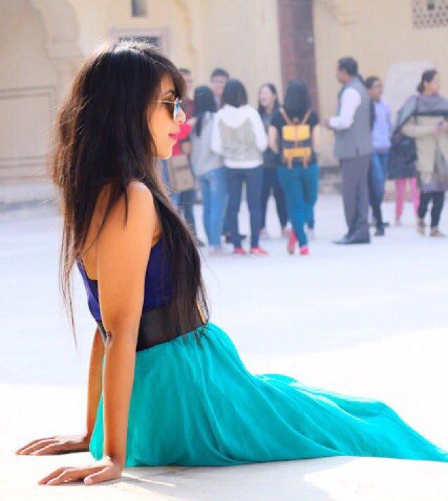 Vibha Anand Cute HD Photoshoot Pics