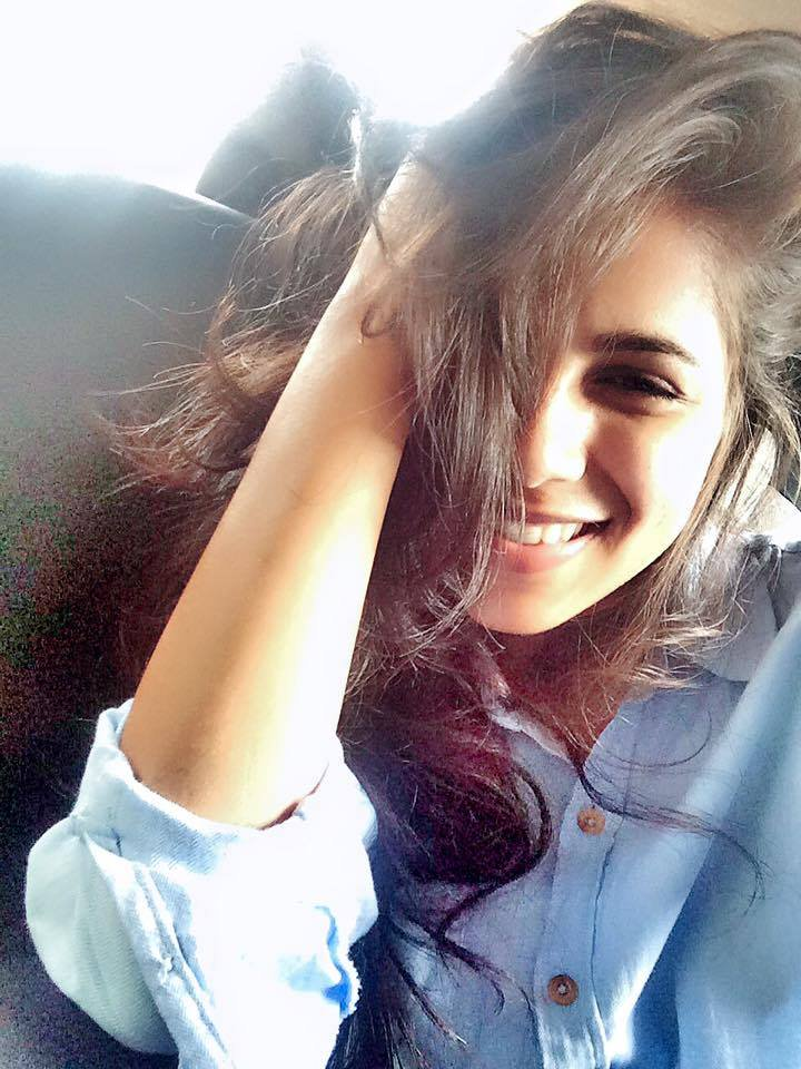 Vibha Anand Cute Smiling Pics HD
