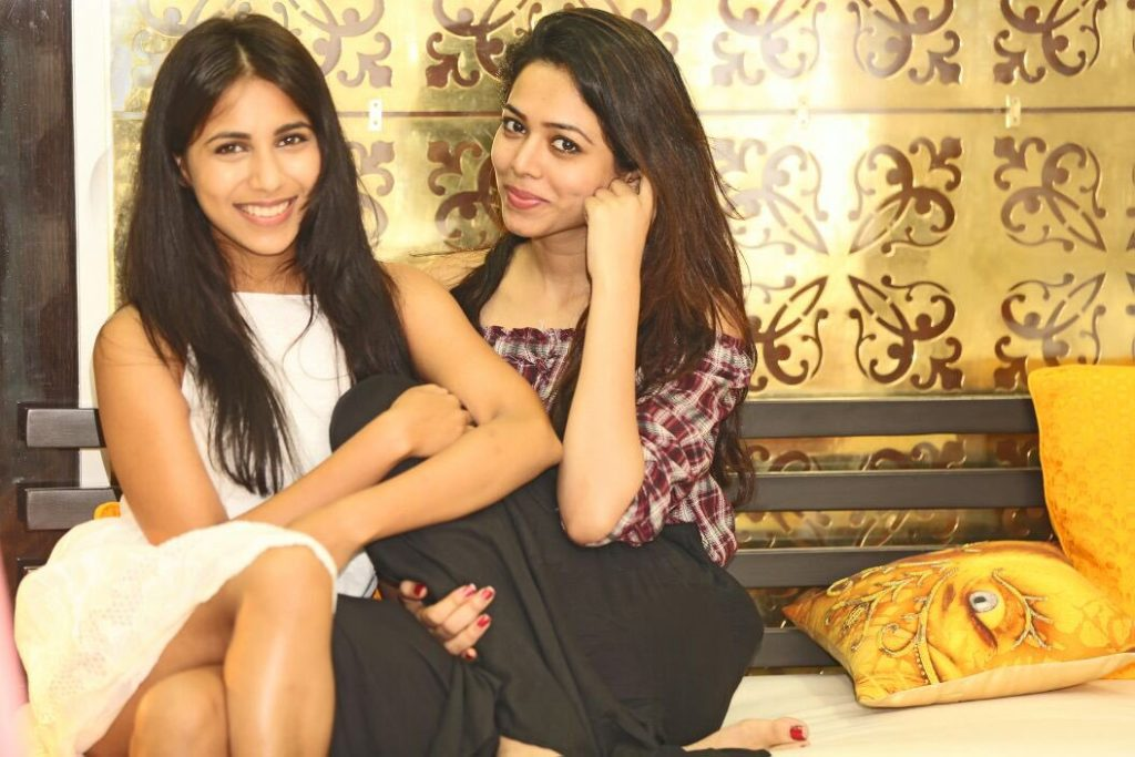 Vibha Anand HD Pics In Short Clothes With Friends