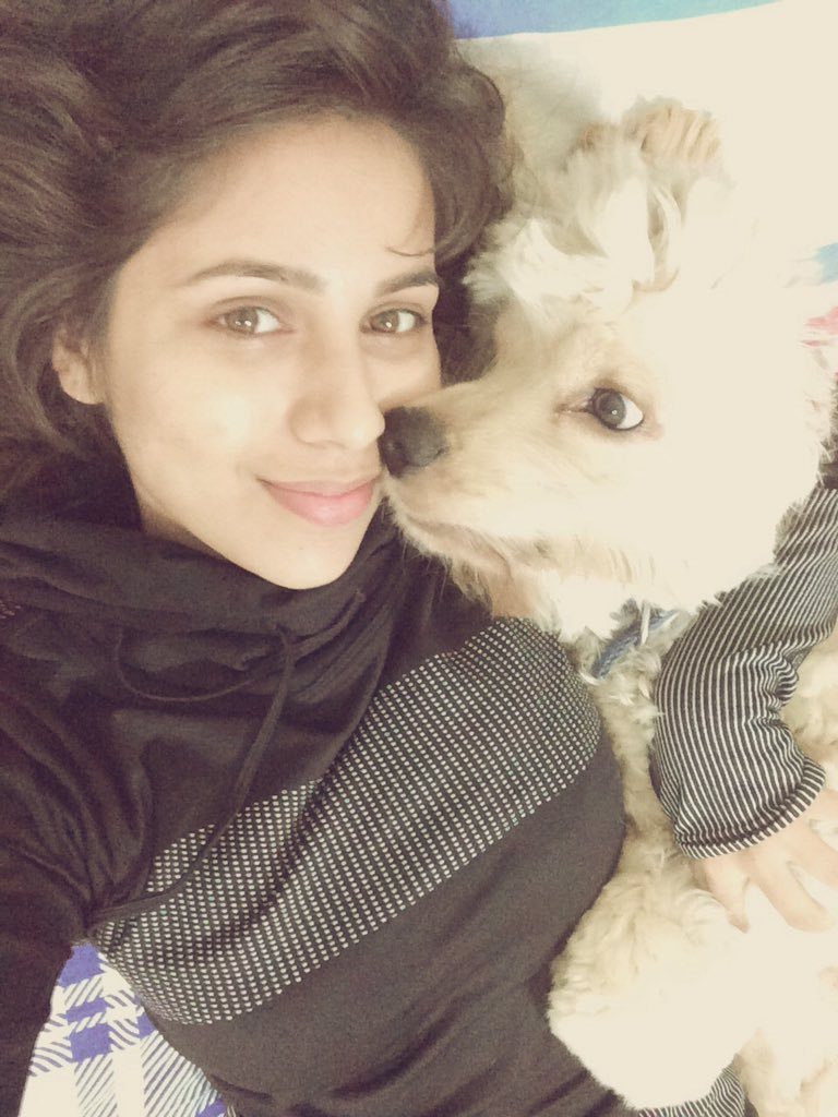 Vibha Anand HD Pics With Puppy