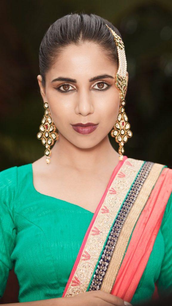 Vibha Anand New HD Pics With Mackup