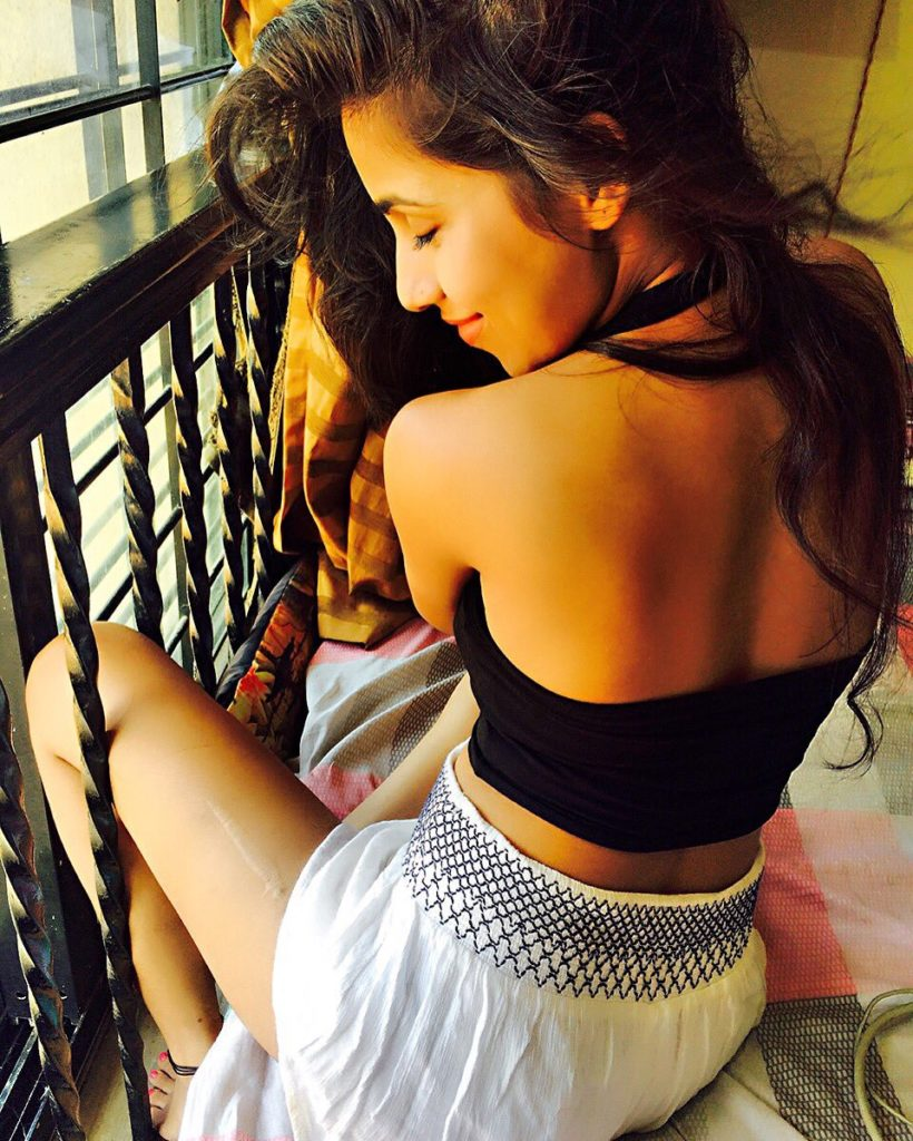 Vibha Anand Sexy Backless Clothes Pics Full HD