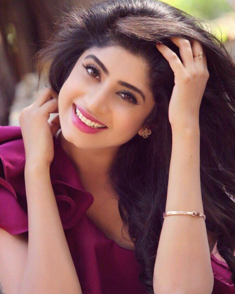 Vindhya Tiwari Sexy Eyes Pics