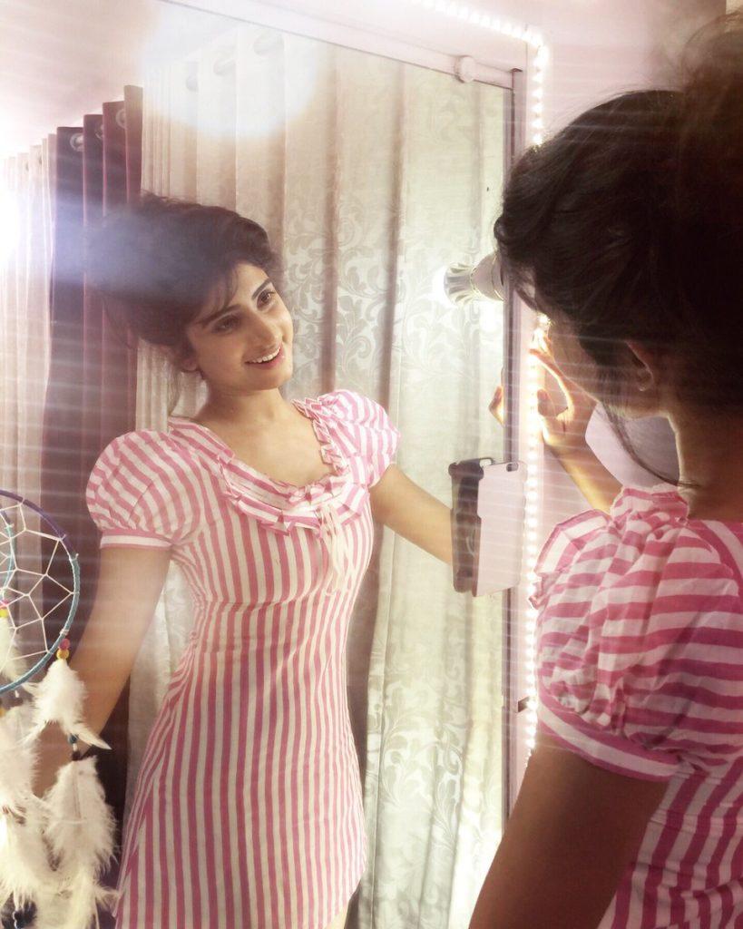 Vindhya Tiwari Sexy Selfie Pictures