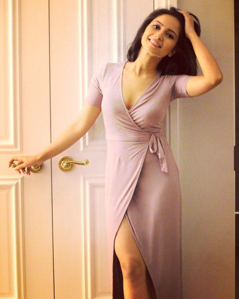 Vinny Arora Sexy Thigh Pics Full HD