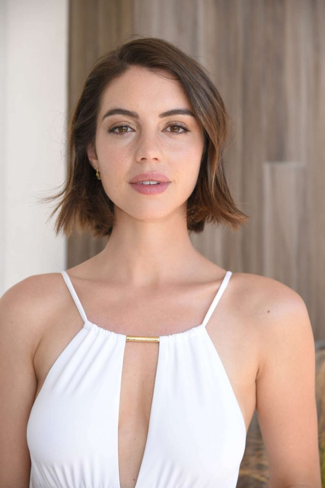Adelaide Kane Attractive Wallpapers