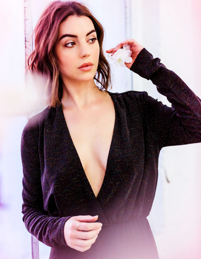 Adelaide Kane Oops Moment Images