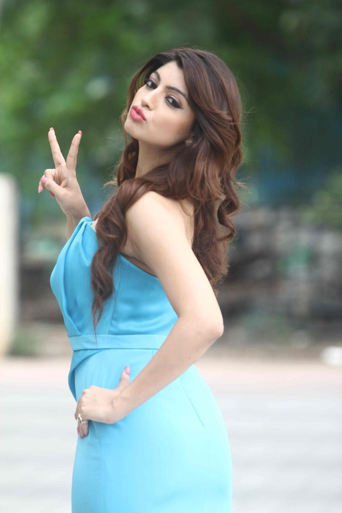Akanksha Puri HD Pictures Gallery