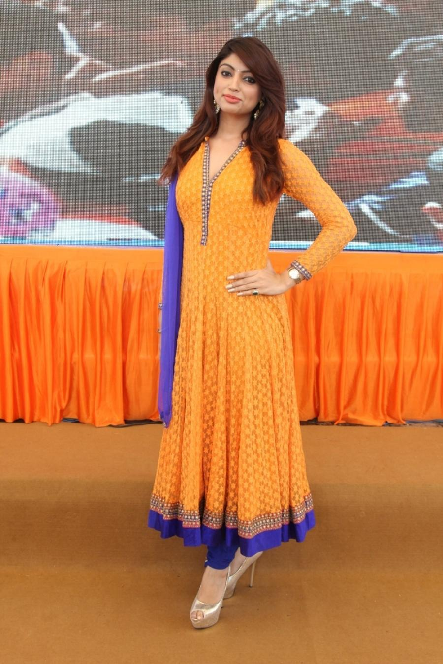 Akanksha Puri Images