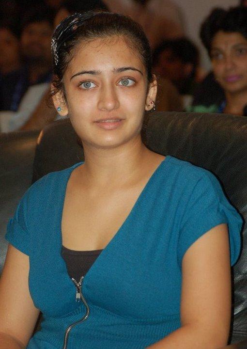 Akshara Haasan Hot & Unseen Images