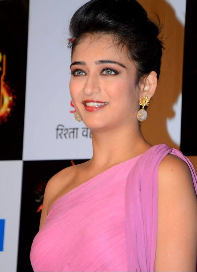 Akshara Haasan Hot Wallpapers