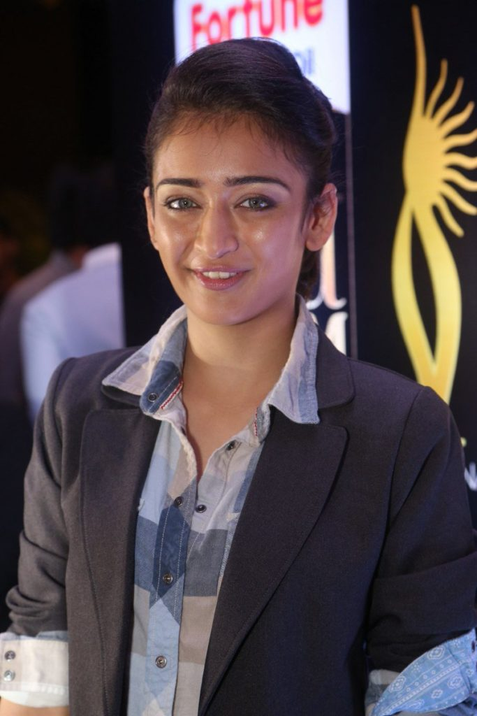 Akshara Haasan New Full HD Pics