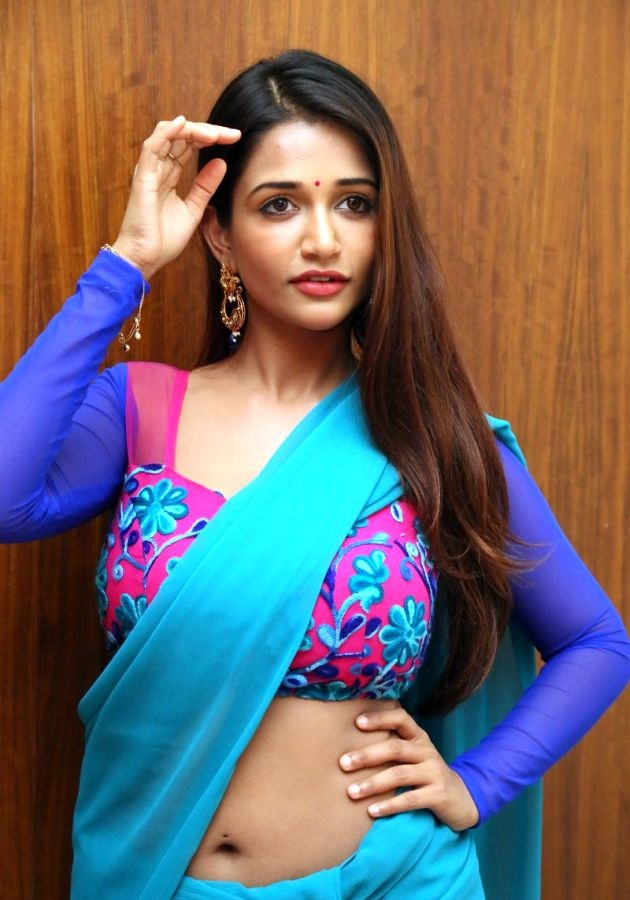 Anaika Soti SPicy Navel Pics In Saree