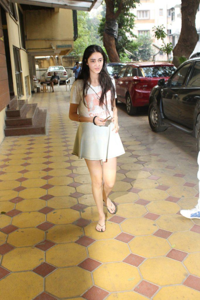 Ananya Pandey Sexy Legs Pics