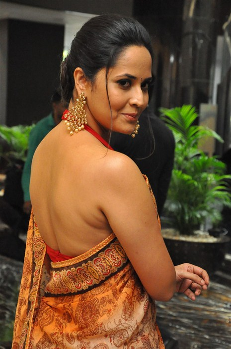 Anasuya Bharadwaj Hot Pics In Backless Clothes
