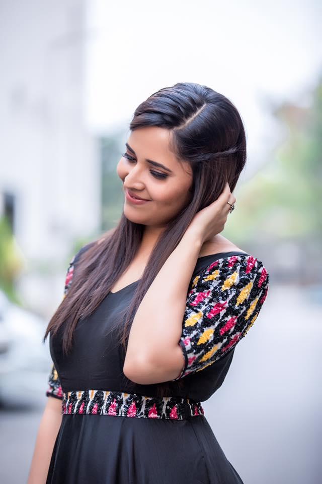 Anasuya Bharadwaj New Hair Style Images