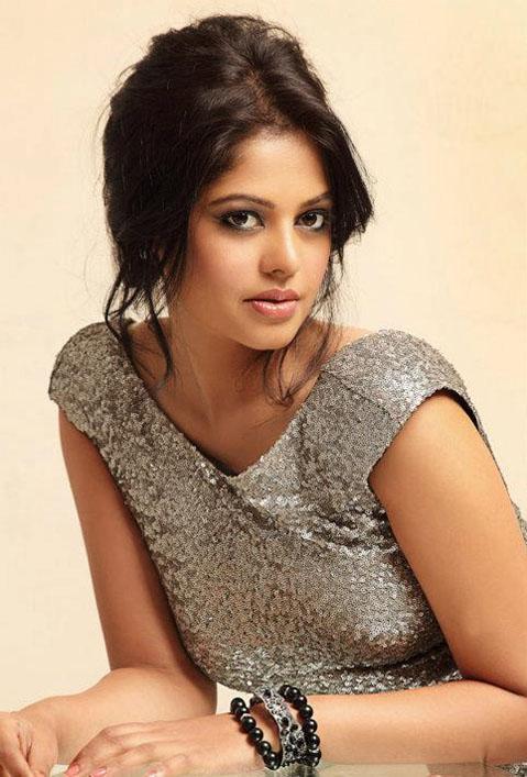Bindu Madhavi Latest Hair Style Pics