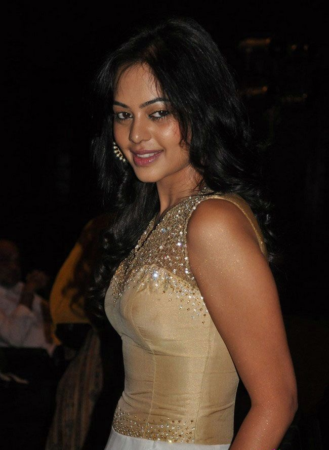 Bindu Madhavi New Wallpapers