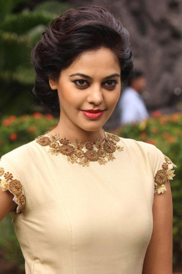 Bindu Madhavi Sexy Lips Pictures