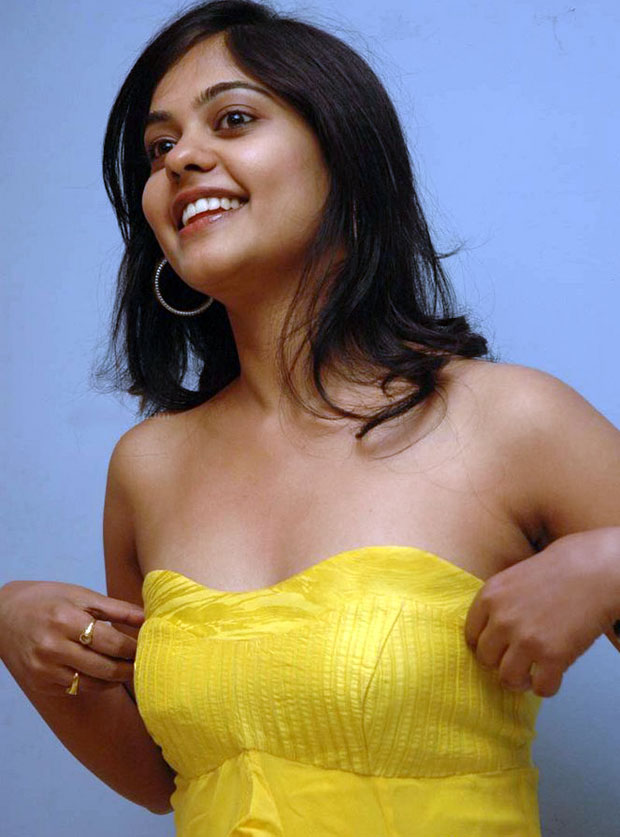 Bindu Madhavi Sexy Look New Wallpapers