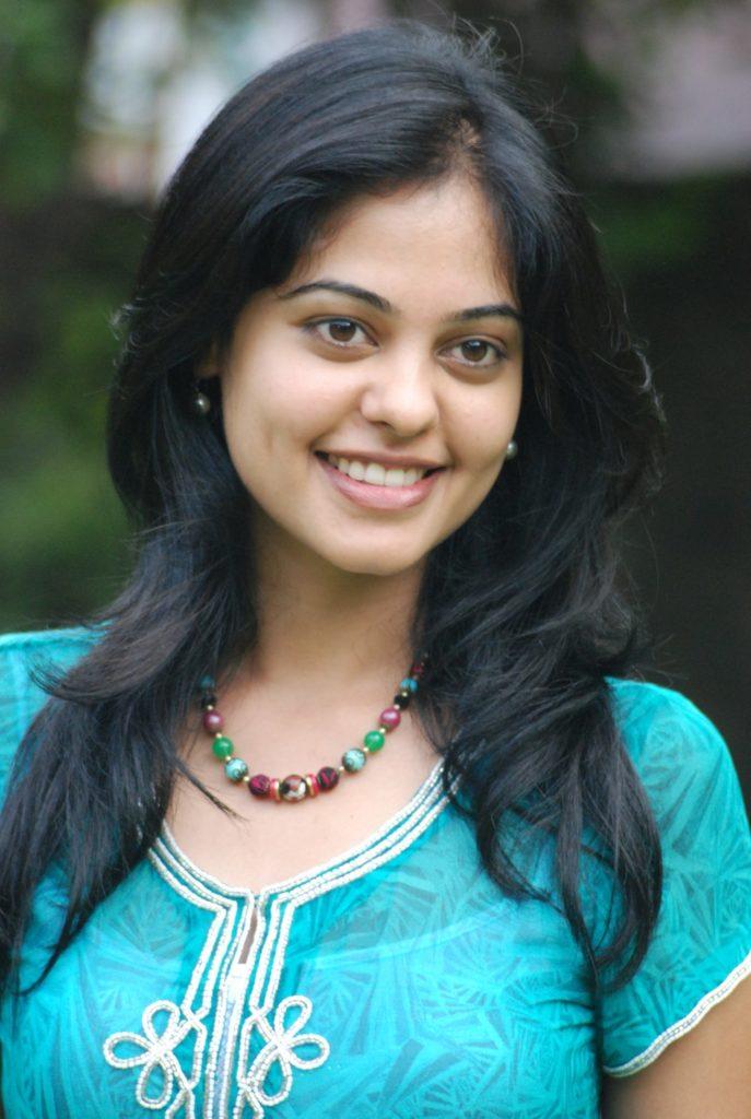 Bindu Madhavi Sexy Smiling Pics