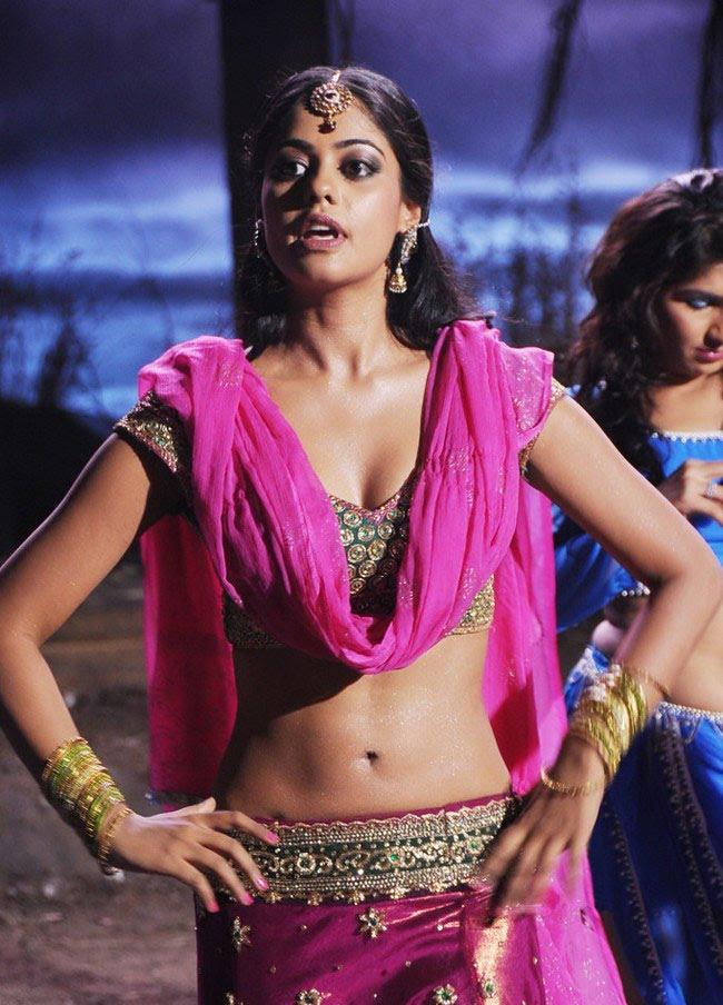 Bindu Madhavi Spicy Navel Images Download