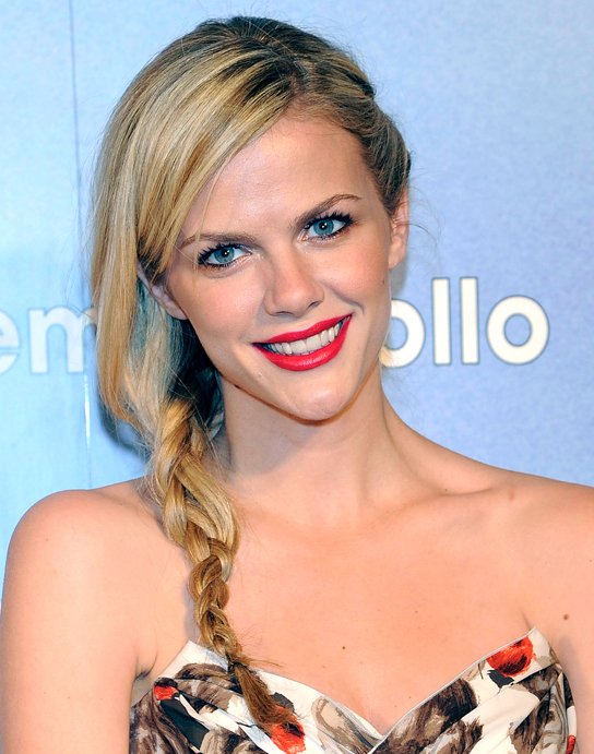 Brooklyn Decker Latest Hair Style Wallpapers