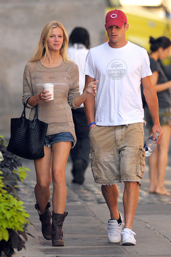 Brooklyn Decker Pics With Boyfriend