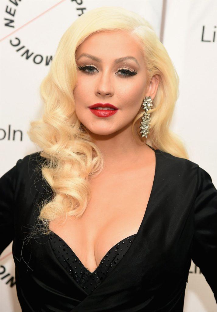 Christina Aguilera Hot Boobs Showing Wallpapers