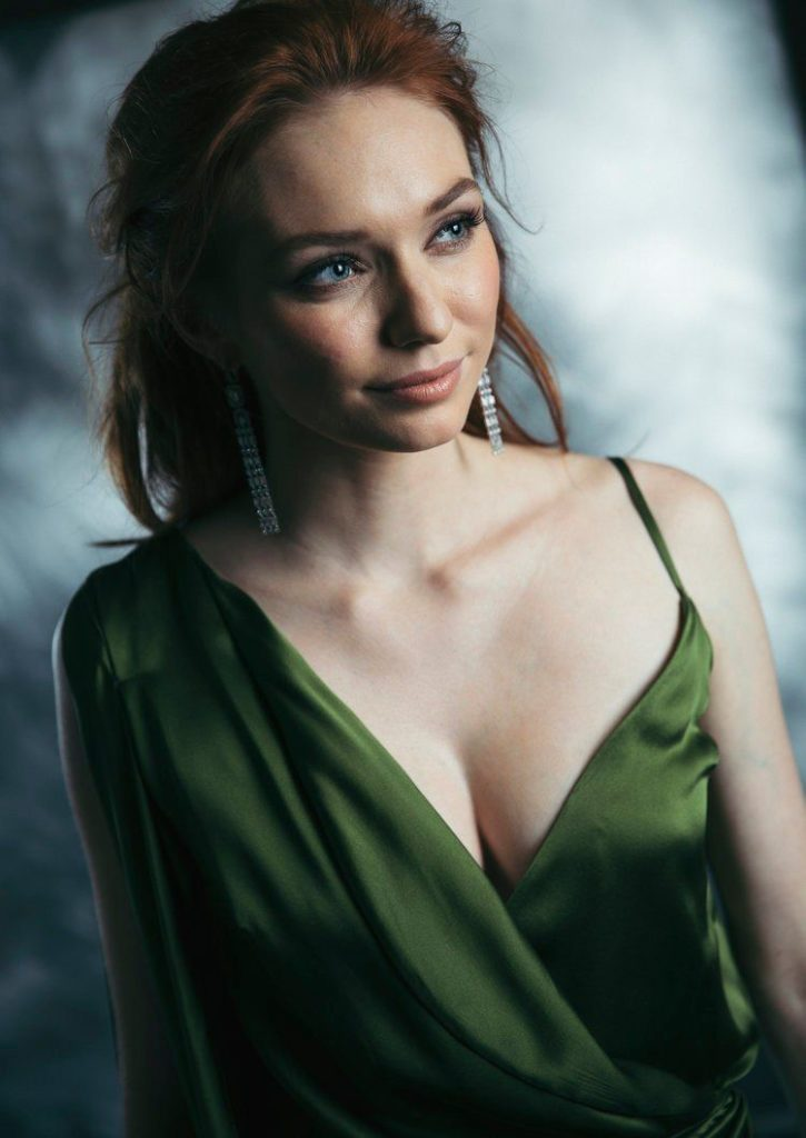 Eleanor Tomlinson Upcoming Movie Look Images