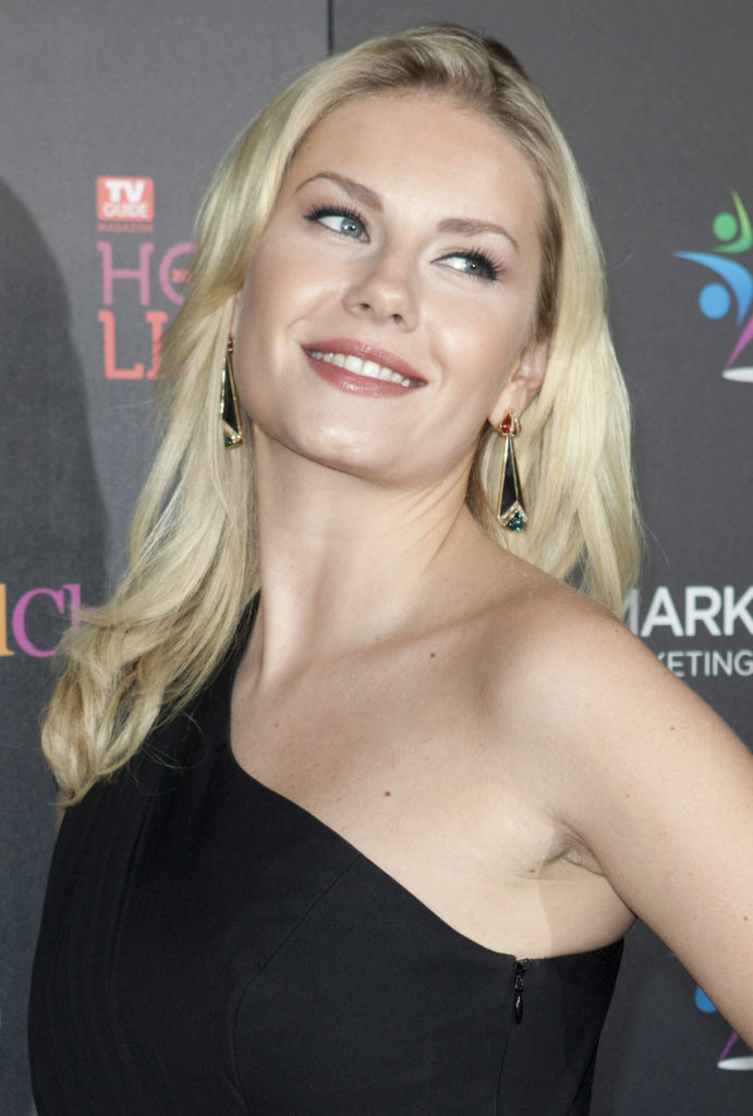 Elisha Cuthbert Hot Latest HD Photos Pics In Short Cloths