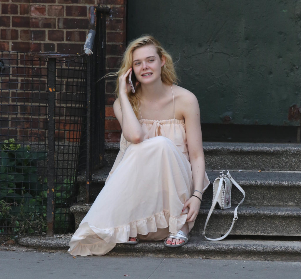 Elle Fanning Sizzling Photos