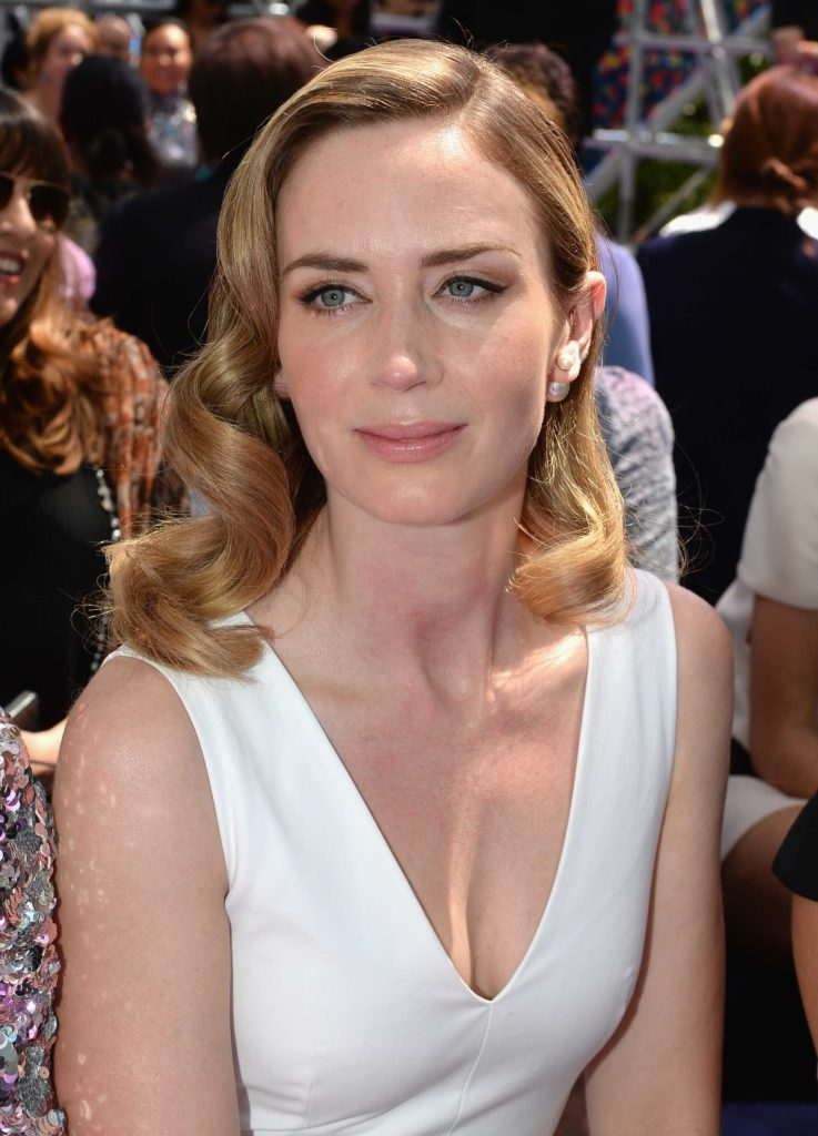 Emily Blunt Hot New Full Hd Images Wallpapers Amp Photos