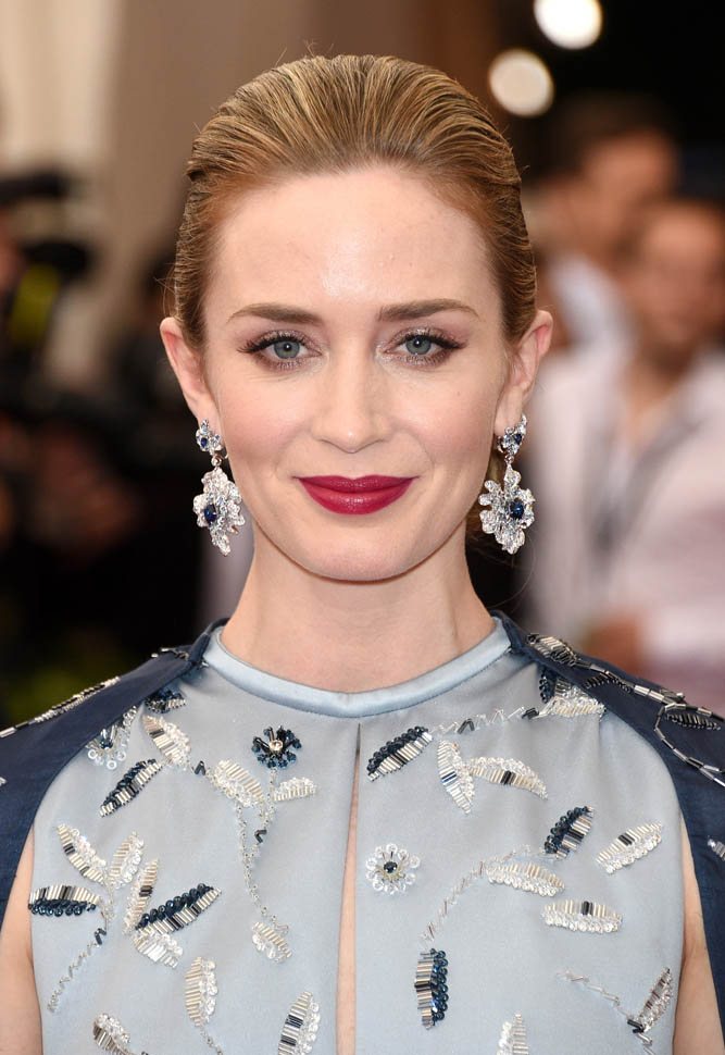 Emily Blunt Sizzling Photos