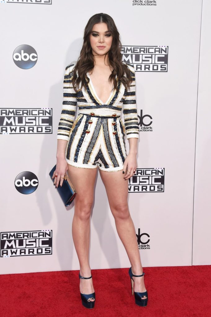 Hailee Steinfeld Sexy Legs Pictures
