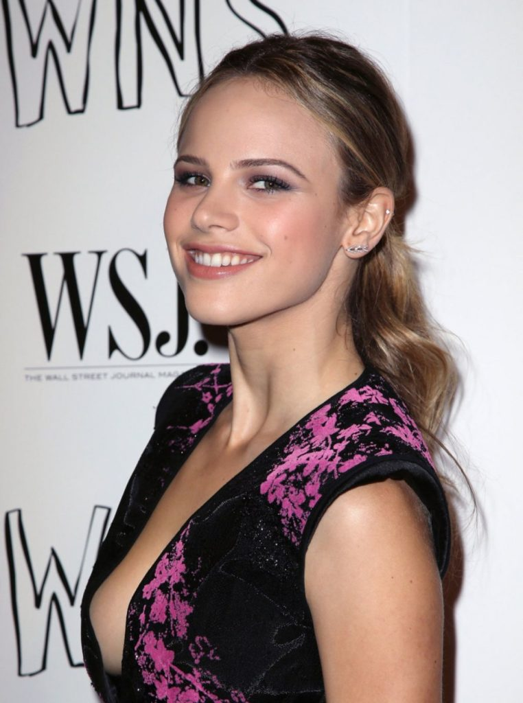Halston Sage Sexy Photos At Award Show