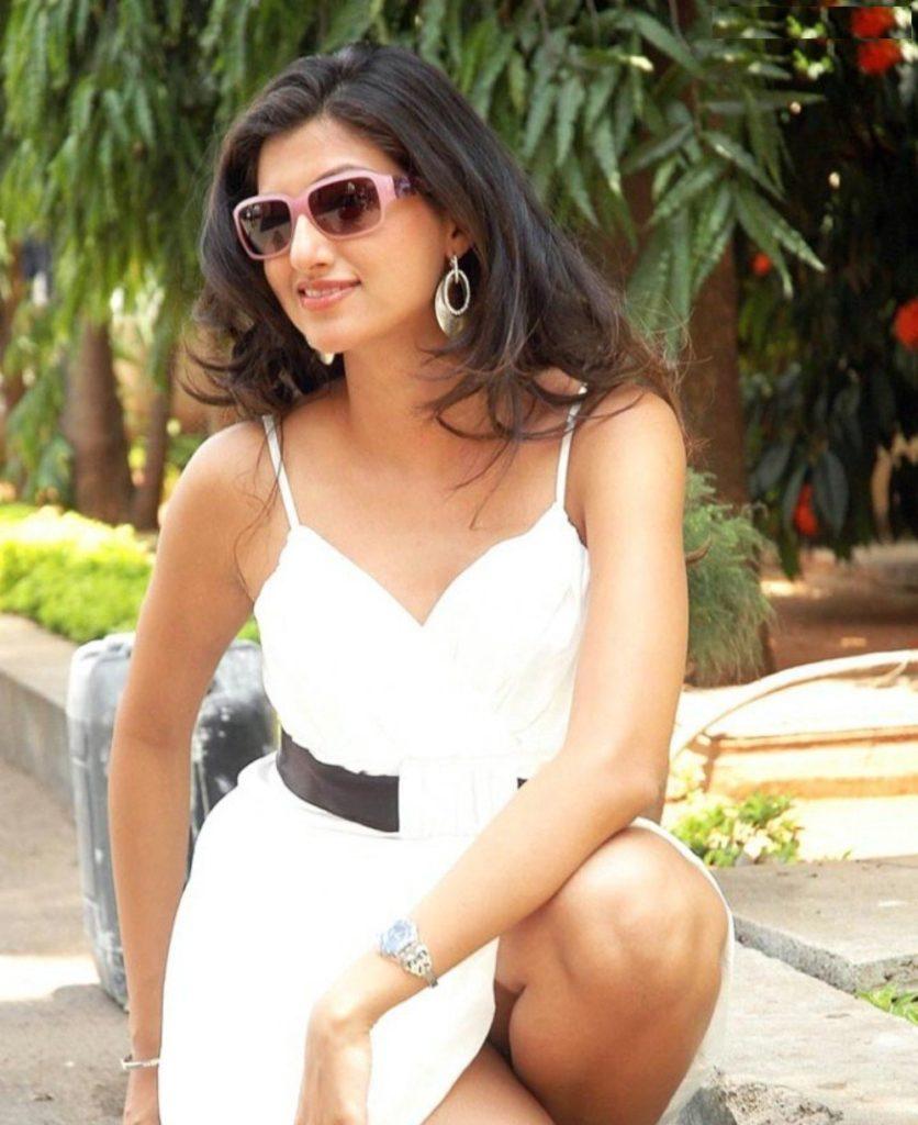 Hamsa Nandini Sexy Legs Images
