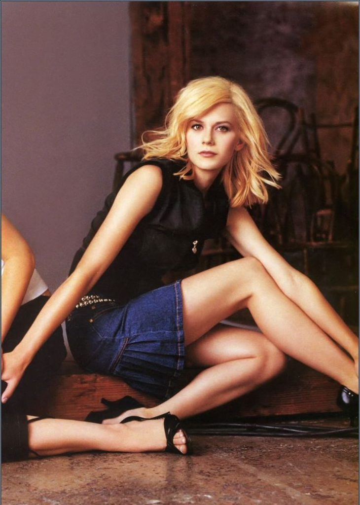 Hilarie Burton Sexy Legs Pictures
