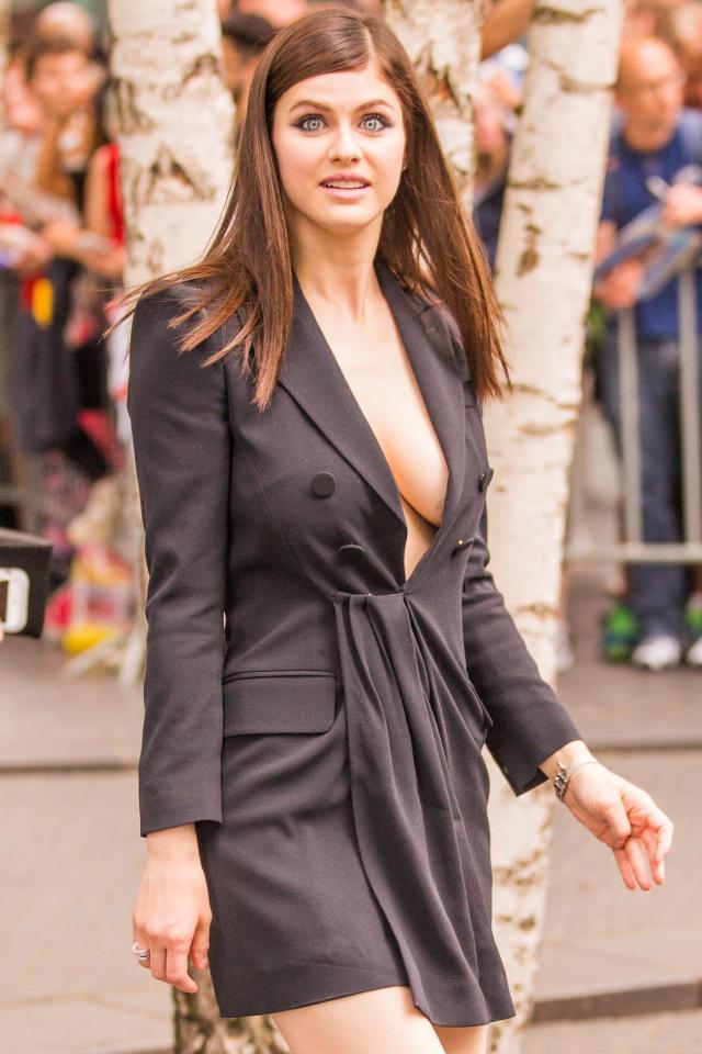 Hollywood Actress Alexandra Daddario Pics