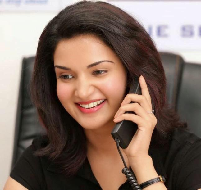 Honey Rose Cute Smile Pics