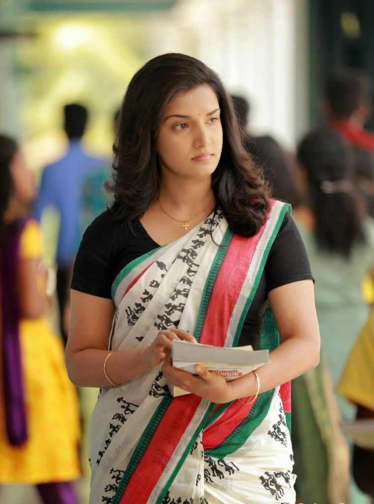 Honey Rose HD Pics Download