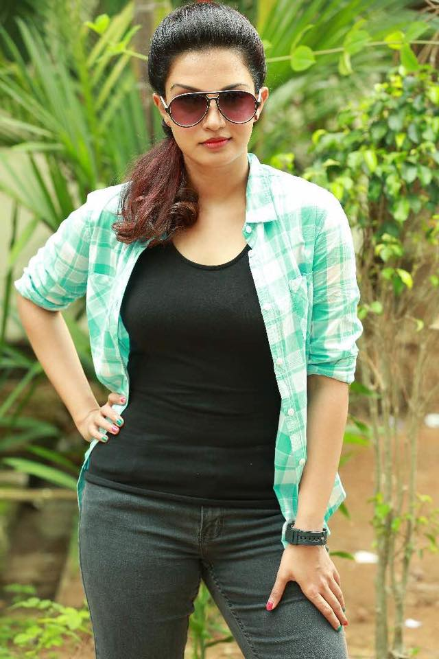 Honey Rose Hot Pictures In Jeans Top