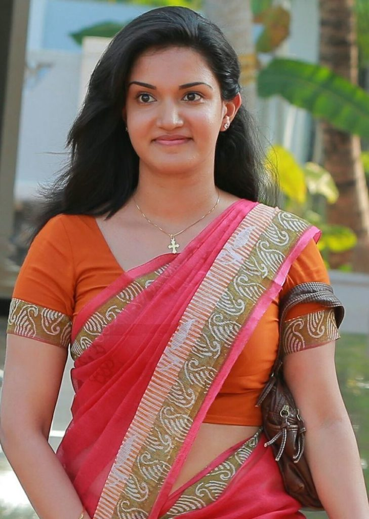 Honey Rose Hot & Spicy Pics In Saree