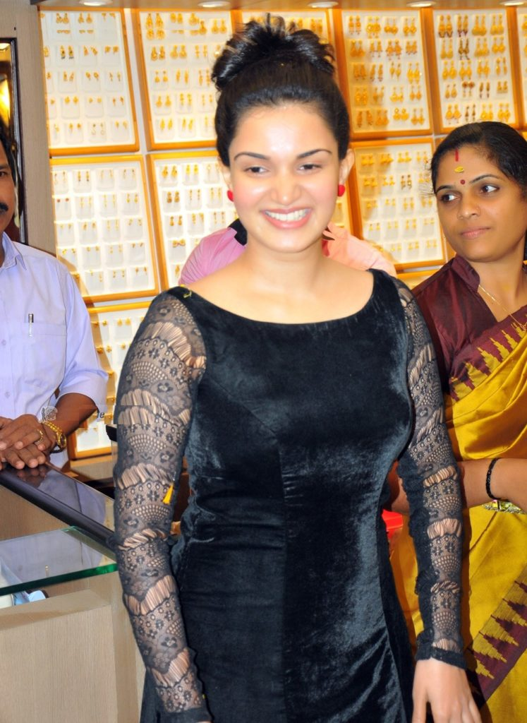 Honey Rose New Wallpapers At Event