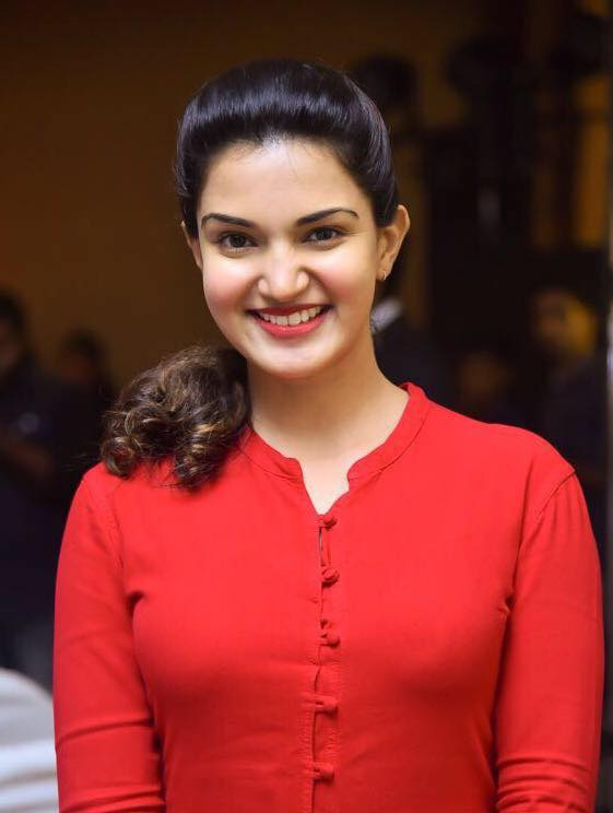 Honey Rose New Wallpapers