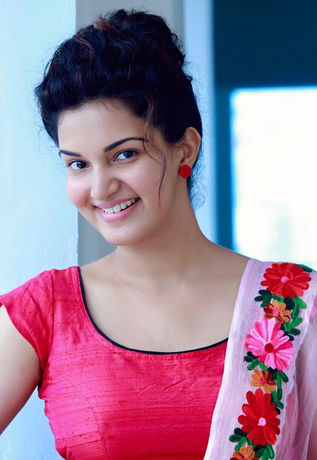 Honey Rose Sexy Eyes Images
