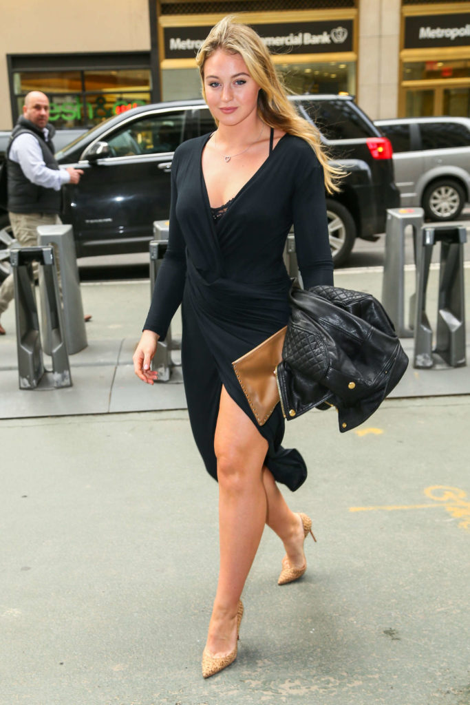 Iskra Lawrence Beautiful Images In Short Dress